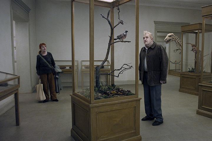 Кадр из фильма «Голубь сел на ветку, размышляя о человеческом бытии»
