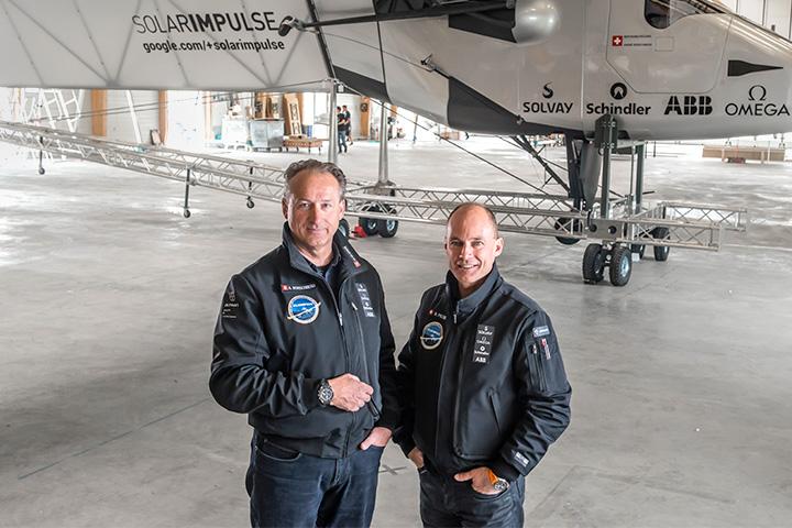 Инженер Андре Боршберг (слева) и аэронавт Бертран Пиккар