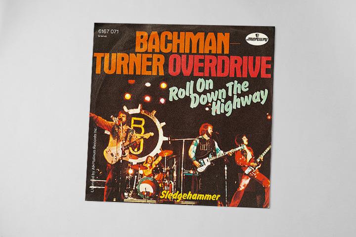 Солист группы Bachman-Turner Overdrive, у которой Кинг позаимствовал псевдоним Бахман, пытался связаться с Кингом, чтобы написать саундтрек к какому-нибудь из фильмов, но Кинг не откликнулся