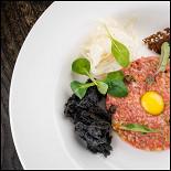 Ресторан Школа вина 0,75 - фотография 6 - Тартар из говядины с фенхелем и каперсами