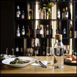 Ресторан Symposy - фотография 5 - Винный шкаф