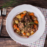 Ресторан Tomle - фотография 5 - Томлёные бычьи хвосты в овощами