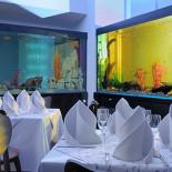 Ресторан Fantasia del Mare - фотография 5 - Большие аквариумы нижнего зала ресторана
