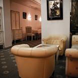 Ресторан Международный нефтегазовый клуб - фотография 1 - Комната с аквариумом