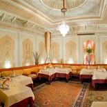 """Ресторан Узбекистан - фотография 5 - Банкетный зал """"Шахерезада"""" принмал много именитых гостей. Выполнен в персиковых тонах, с лепниной ручной работы."""