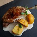 Ресторан Свитер - фотография 4 - Утиная ножка с репой и грушей