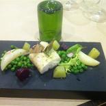 Ресторан Terravino - фотография 2 - Пестрая Зубатка с зеленым горошком, маргеланской редькой и кольраби!