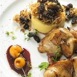 """Ресторан Гастроном - фотография 5 - Запеченная перепелка, картофельное пюре с жареными сморчками и соусом """"Порто"""""""