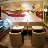 Ресторан Глазурь и кофе - фотография 1 - Первый зал. Тут же барная стойка.
