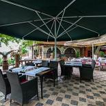 Ресторан Сказка Востока - фотография 4 - Летний дворик.