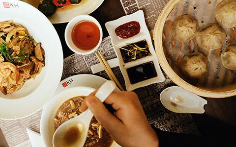 «Они называют ее бьян-бьян-мянь»: хороши ли новые китайские рестораны