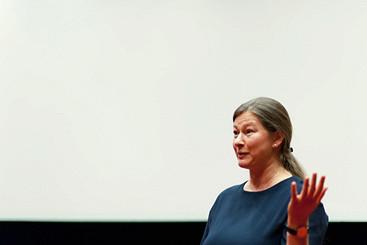 Автор фильма «Чувственная математика» о том, как снимать невидимое и какие броши носят настоящие ученые