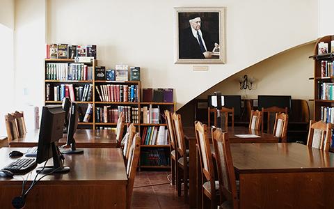 Библиотекари о зарплате, стереотипах и том, что читают москвичи