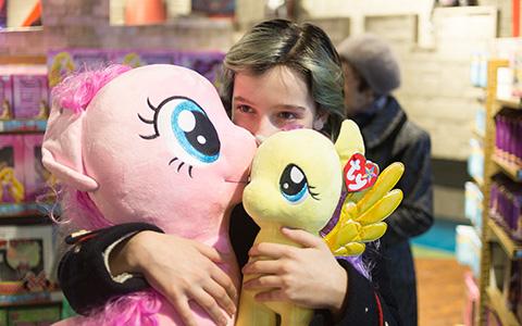 «Тут столько пони!»: дети тестируют «Центральный детский магазин»