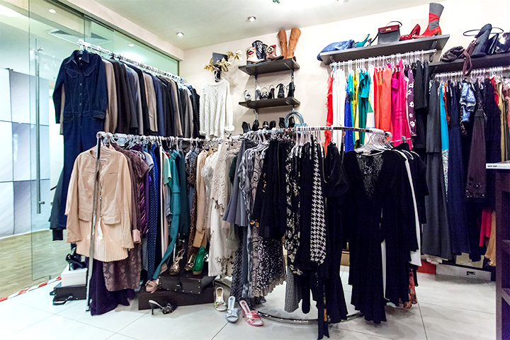 Вещи в магазин часто приносят известные актрисы, подружки Чулпан Хаматовой  и Дины Корзун, чьему фонду «Подари жизнь» помогает «Благобутик» c052cce84a7