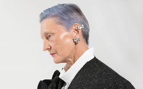 Бабушки с сиреневыми волосами и красивые пальто
