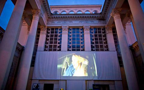 Сад Баумана, «Музеон», ВВЦ и другие места, где показывают кино под открытым небом