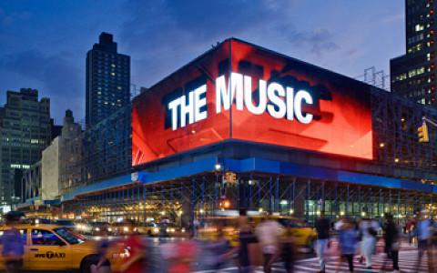 Рестораны под брендом метро, огромные медиафасады на зданиях и другие городские новости