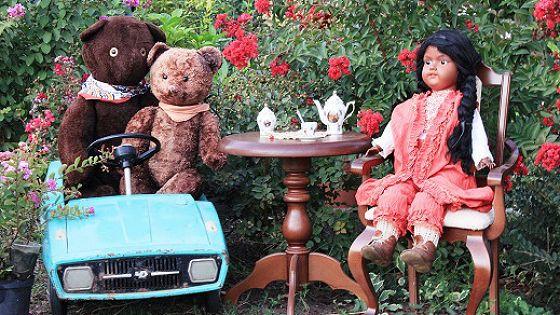 Старинные куклы и игрушки