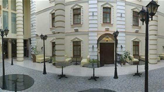 Бульвар Hall