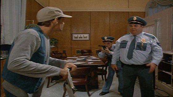 Эрнест попадает в тюрьму (Ernest Goes to Jail)
