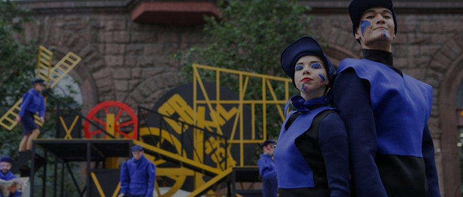 Планы на выходные: спектакли на Тверской, беговелогонка на Даниловском и инсталляция «Стог» на Поклонке
