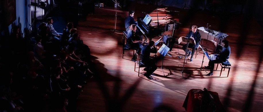 авангардных концертов февраля: от Шенберга и Фелдмана до Radiohead в минимализме