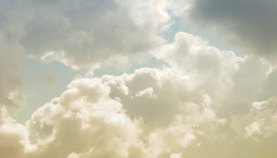 Кино: «Среди белых облаков»