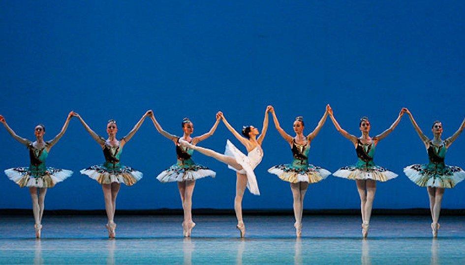 Театр: Вечер одноактных балетов («Шотландская симфония», «В ночи», «Тема с вариациями»)