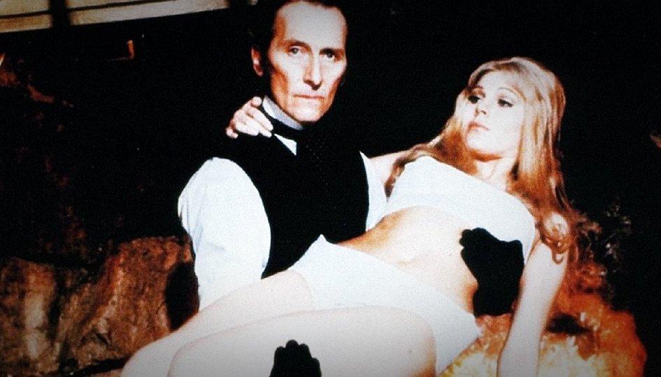 Кино: «Франкенштейн создал женщину»