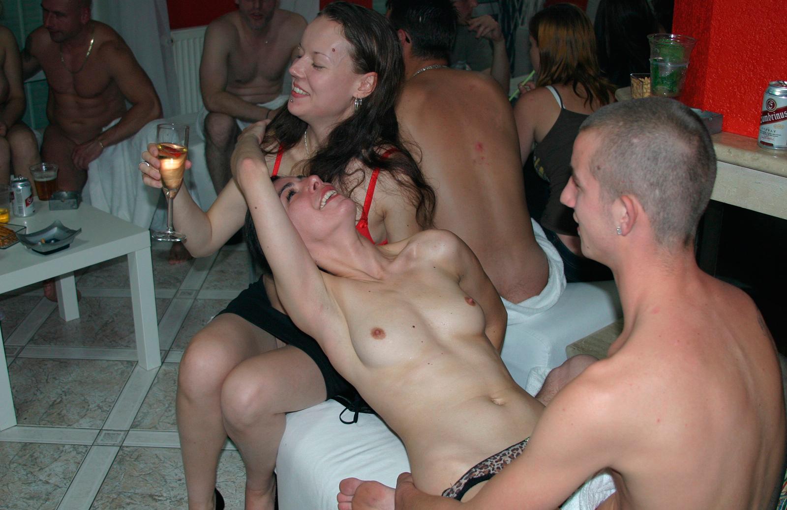 Свинг вечеринки в частном доме порно