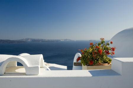 Дом в остров Санторини на берегу моря цены недорого