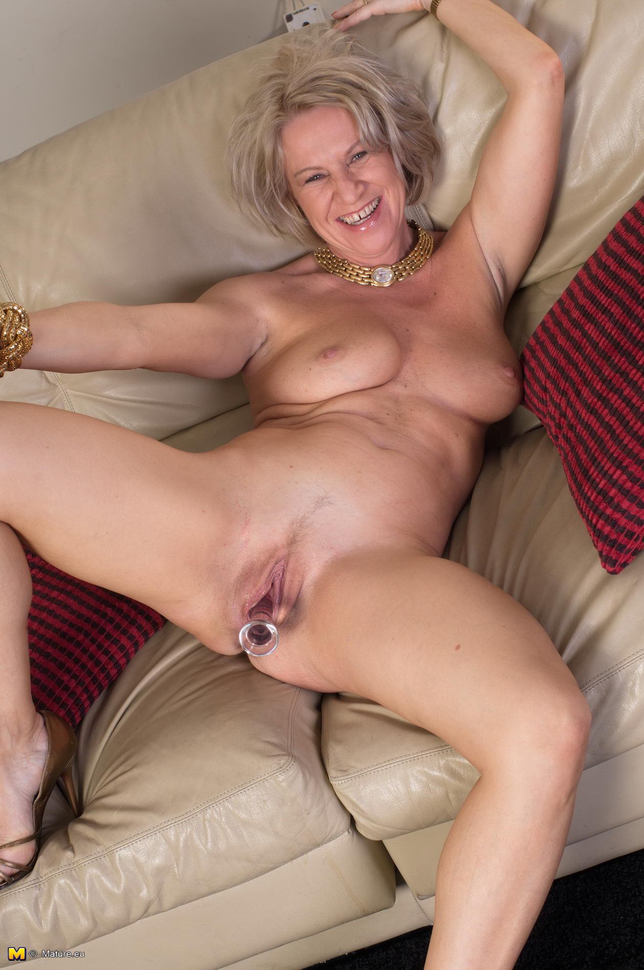 Sexy gray haired mature milf
