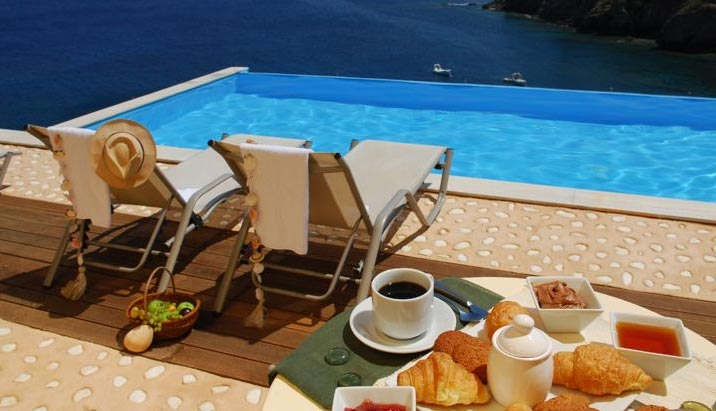 Дом в Китира видом на море