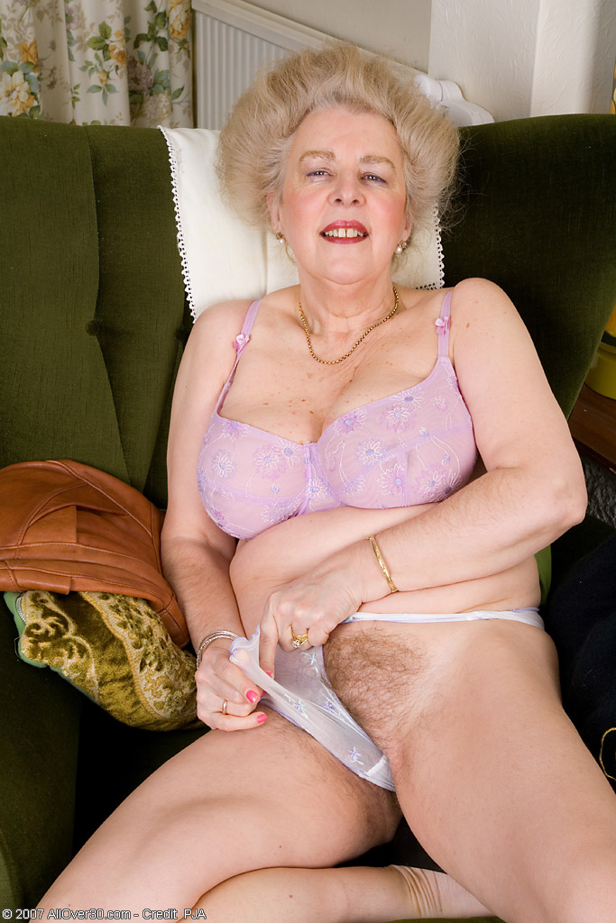 Suck my my wife hairy pussy