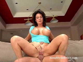Hardcore anal pounding makes her squirt