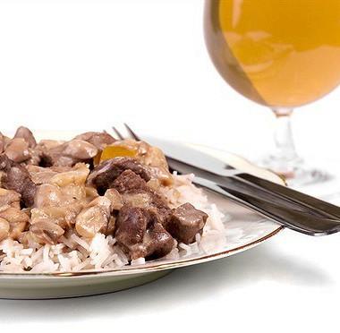 Рецепт Жареная говядина скрасным перцем, грибами, устричным соусом ирисом