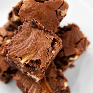 Рецепт Пасхальные шоколадные пирожные сгрецкими орехами иапельсиновой цедрой