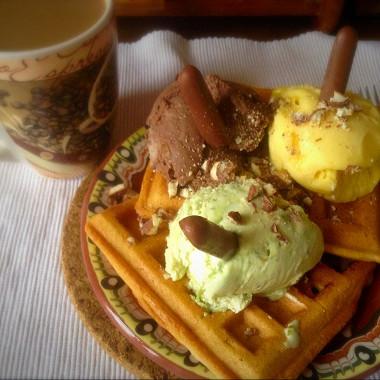 Рецепт Бельгийские вафли смороженным ивзбитыми сливками