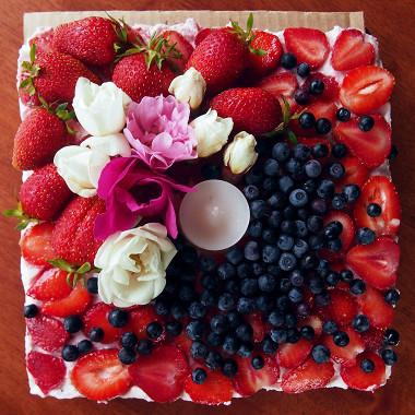 Рецепт Клубничный торт (без выпечки)