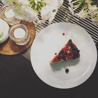 Рецепт Пирог вбелой глазури скрасной смородиной