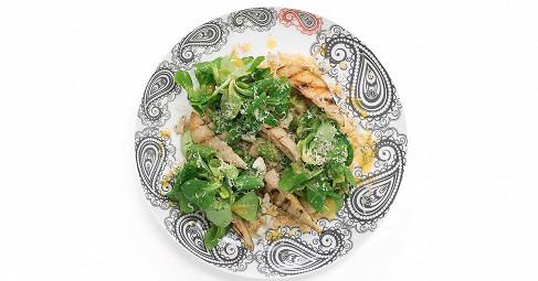 Салат с печеной грушей, корном и булгуром
