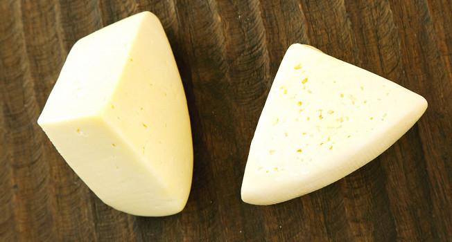 Чем костромской сыр отличается от российского?