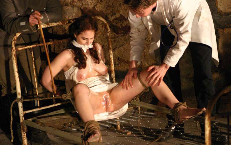 жесткие женщин смотреть пытки